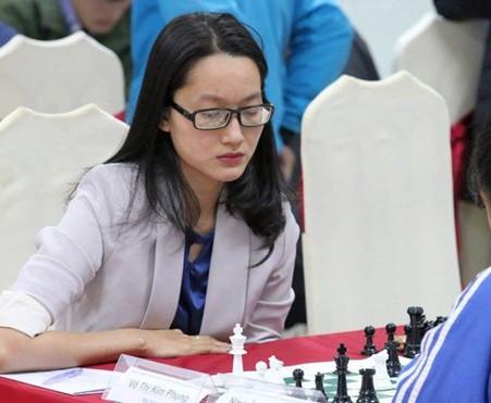 Võ Thị Kim Phụng trong tốp tranh chấp huy chương