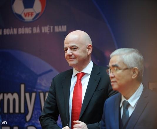 Doi tuyen nu va U23 Viet Nam chao don Chu tich FIFA Gianni Infantino hinh anh 1
