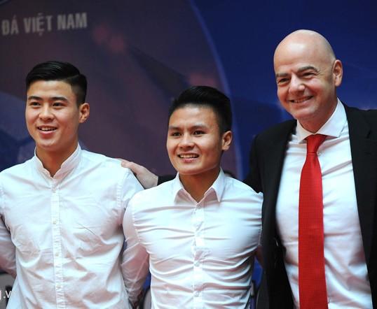 Doi tuyen nu va U23 Viet Nam chao don Chu tich FIFA Gianni Infantino hinh anh 2