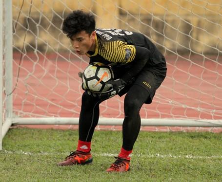 Thu mon Bui Tien Dung tro lai tap luyen chuan bi cho AFC Cup 2018 hinh anh 1